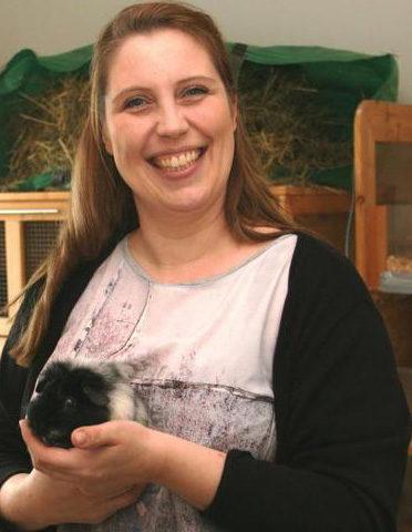 Tierschützerin Sabrina Sengelmann bietet Obdach für Meerschweinchen