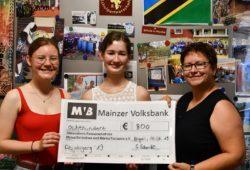Abiturientinnen machen großzügige Spende